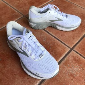 NWOT Brooks GTS 18 Sneakers Running Shoes White 6